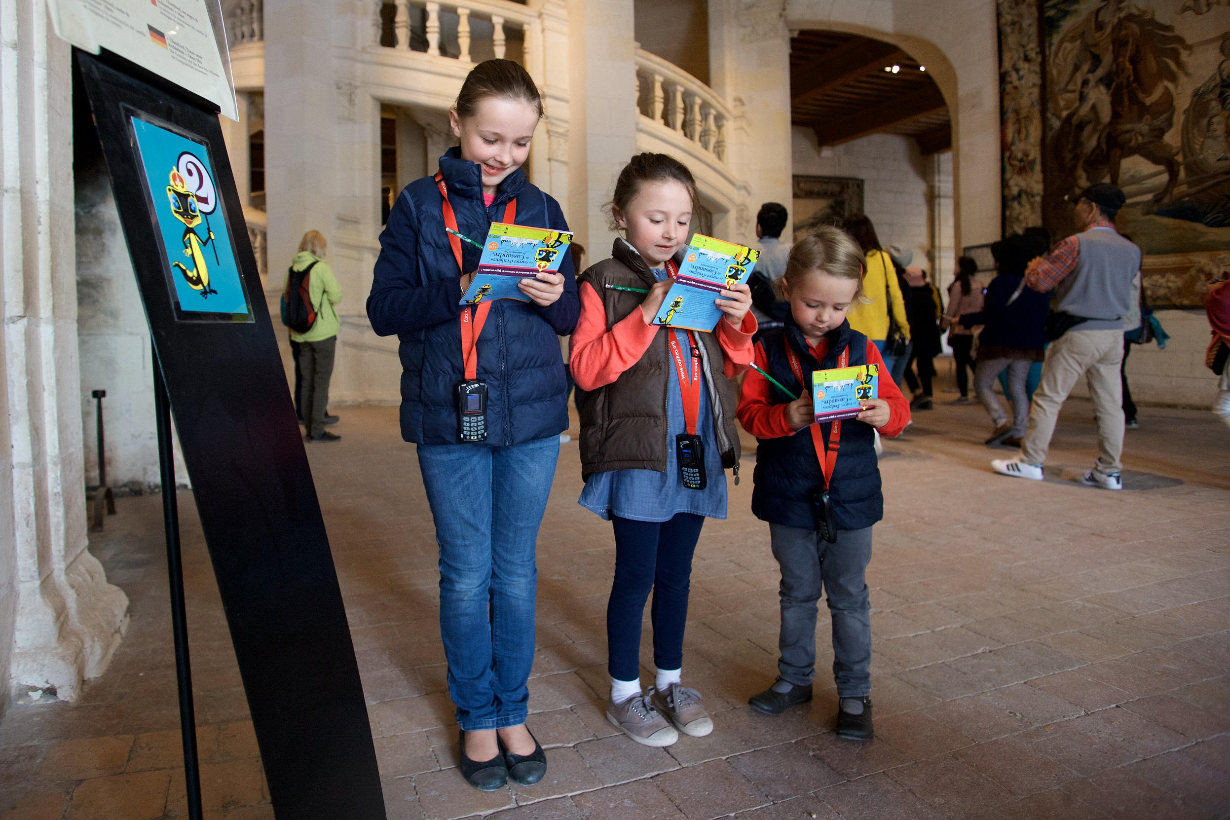 Children exploring Chambord with the histopad. © Ludovic Letot