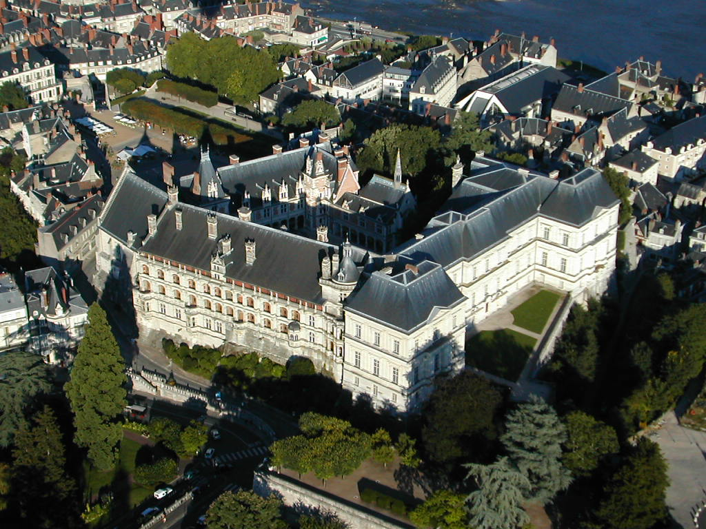 Blois from the air © Aerocom