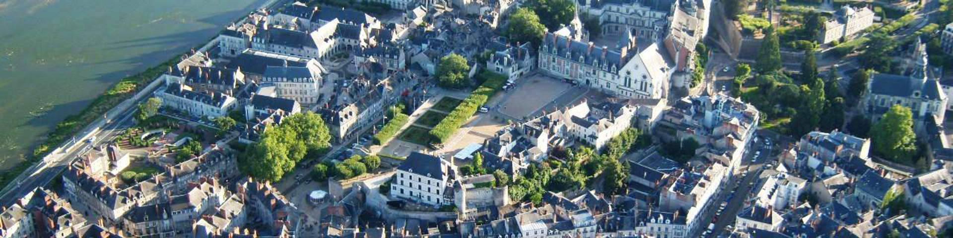La ville de Blois et son château royal vus du ciel. © OTBC
