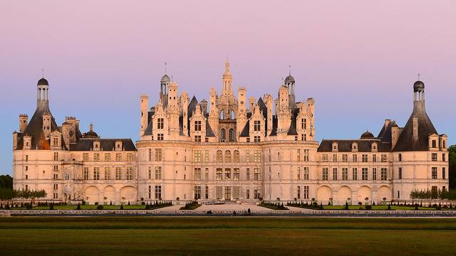 Chambord in the evening © L. de Serres
