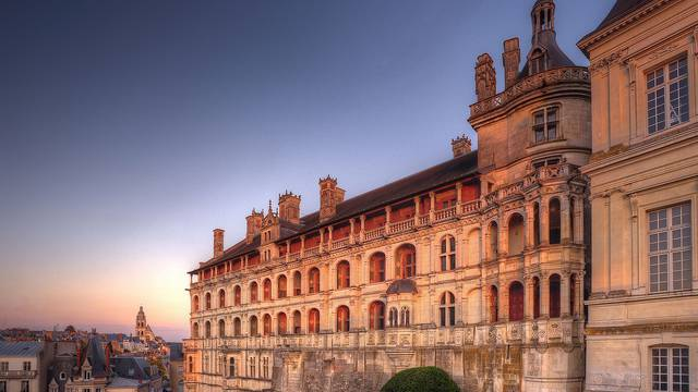 Chateau of Blois: the facade of the Lodges © L. de Serres