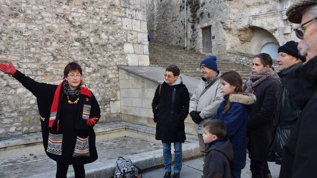 Storyteller on Place Louis XII in Blois. © OTBC
