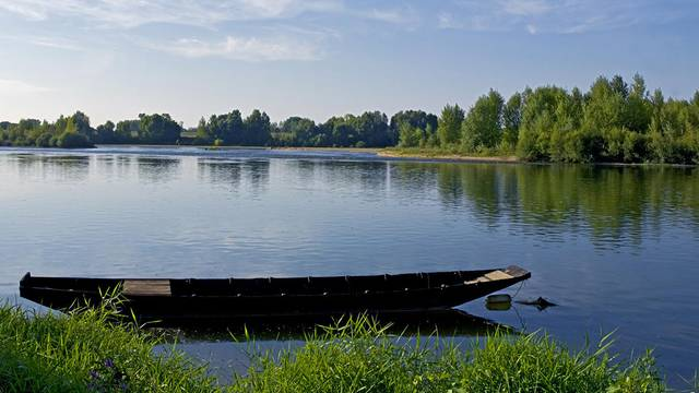 Traditional boat on the Loire © Michel Angot