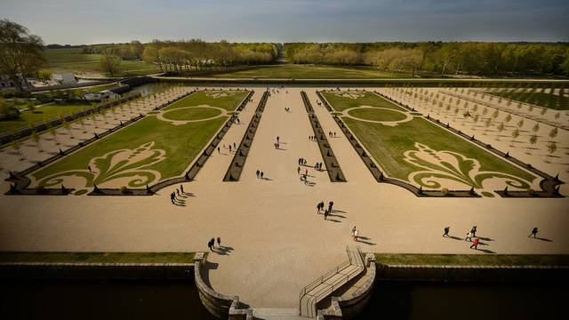 Formal French gardens at Chambord. © Leonard de Serres