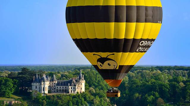 Hot-air balloon in front of the castle of Chaumont-sur-Loire