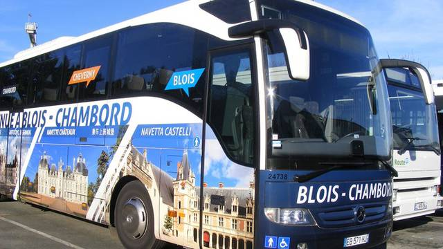 The shuttle bus of the Loire Valley châteaux