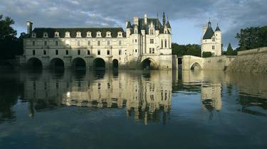 The river Cher and the castle of Chenonceau. © OTBC