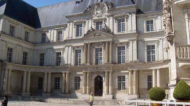 The inner courtyard of the Royal Castle of Blois. © OTBC