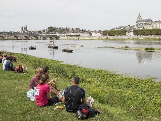 Picnic on the banks of the Loire. © Patrice Mollet