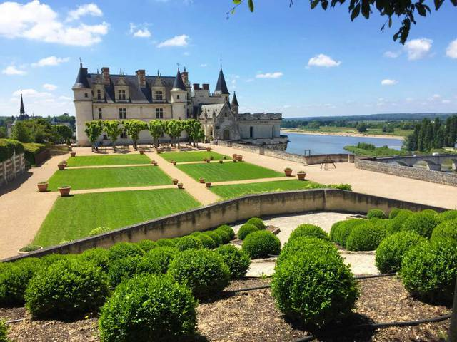 The Château d'Amboise and its gardens © Blois-Chambord Tourist Office