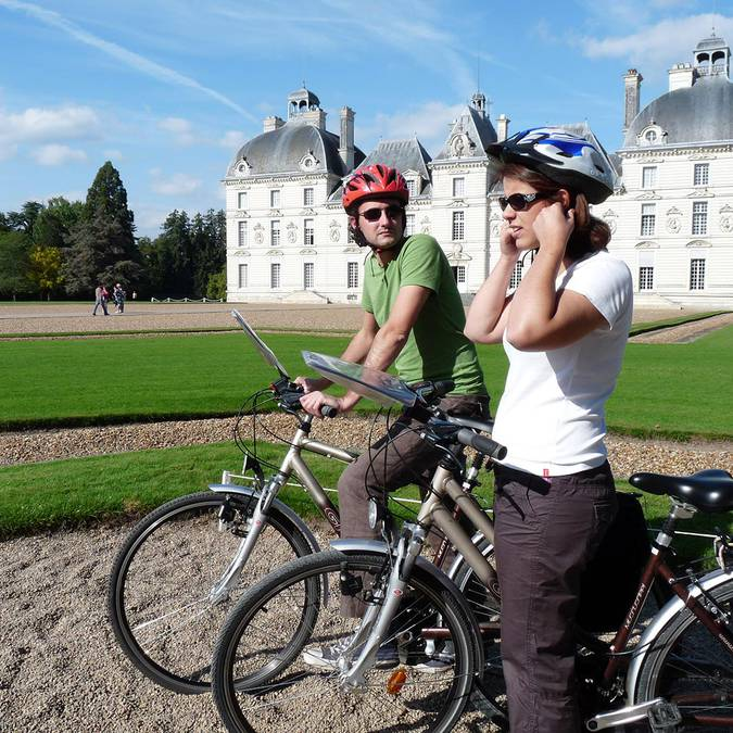 Visit the Château de Cheverny by bike
