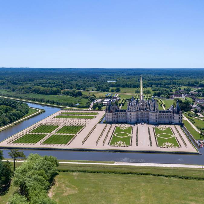 The Château de Chambord and its gardens © Drone Contrast