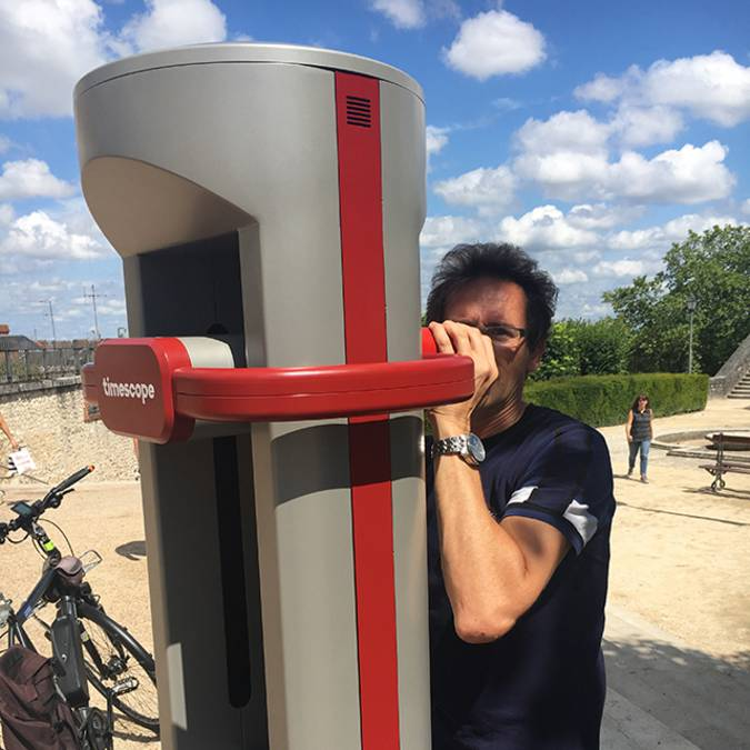 Virtual reality post in Blois