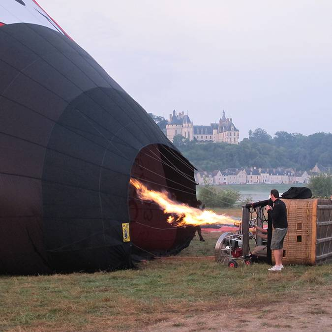The balloonist lights the burner