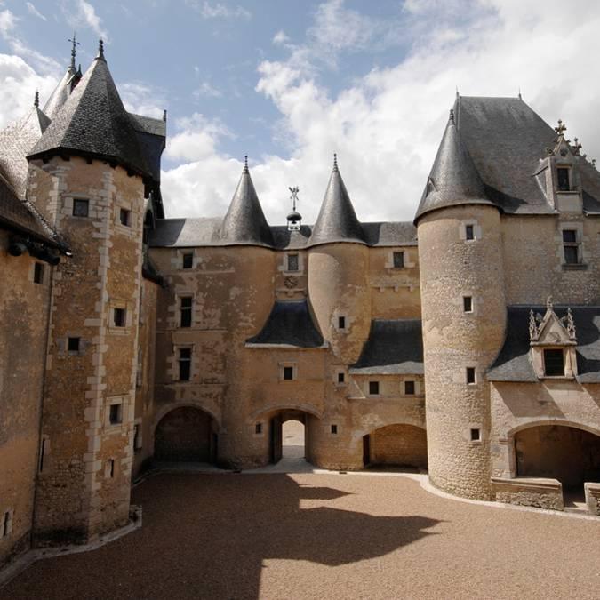 Inner courtyard of the Château de Fougères-sur-Bièvre