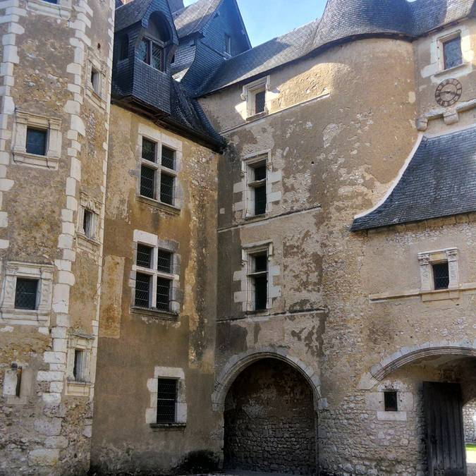 The courtyard of the Château de Fougères-sur-Bièvre