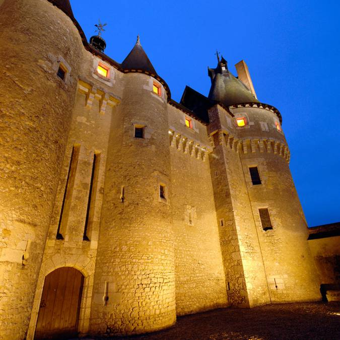Front of the Château de Fougères-sur-Bièvre by night