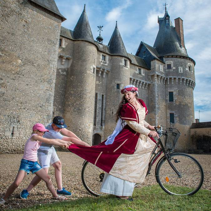 Fougères-sur-Bièvre, woman in costume on a bicycle